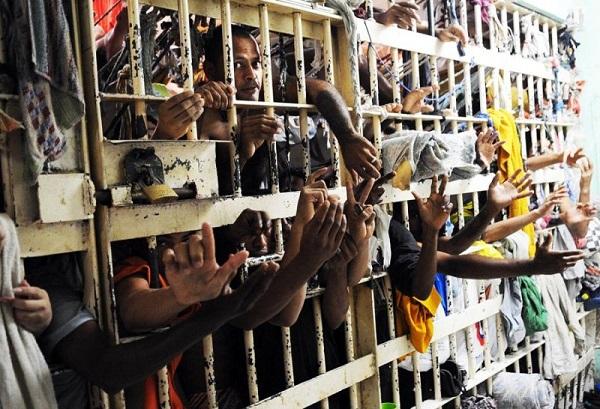 Superlotação Carcerária
