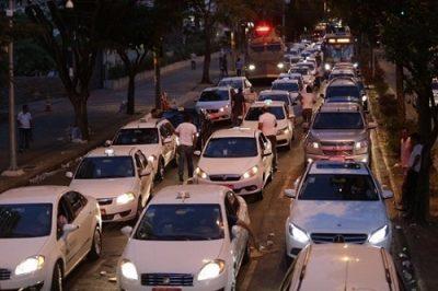 Táxi x Uber e Cabify