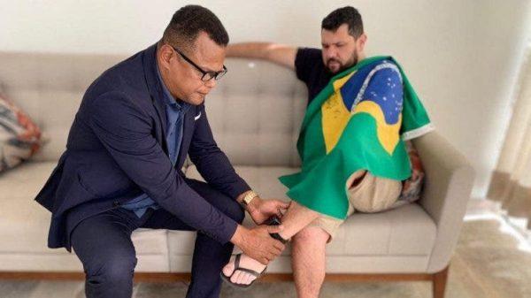 Pastor Unge tornozeleira - Reprodução Twitter