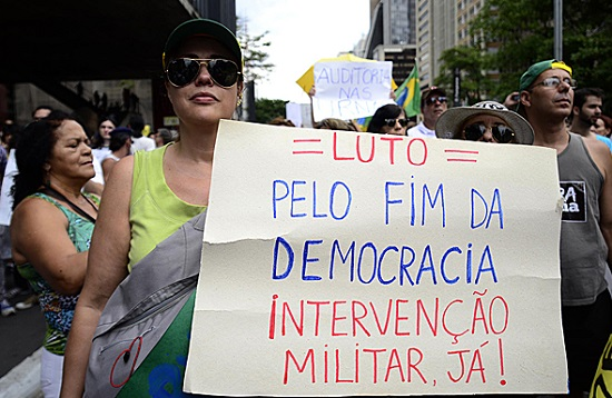 Intervenção e Democracia